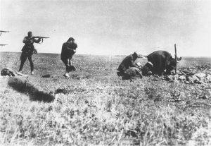 Ermordung von jüdischen Zivilisten in der Ukraine 1942 (Wikimedia Commons)