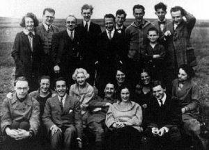 Gruppenfoto der Teilnehmer der »Ersten marxististischen Arbeitswoche« 1923 - Friedrich Pollock (obere Reihe, 2. von links), Georg Lukács (obere Reihe, 4. von links), Felix Weil (obere Reihe, 2. von rechts).